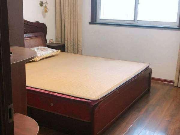 出售南都商街3室2厅1卫106平米72万住宅